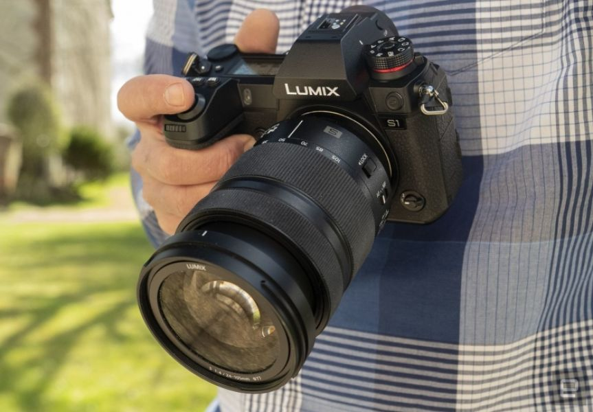 Best Camera 2019 = Panasonic S1
