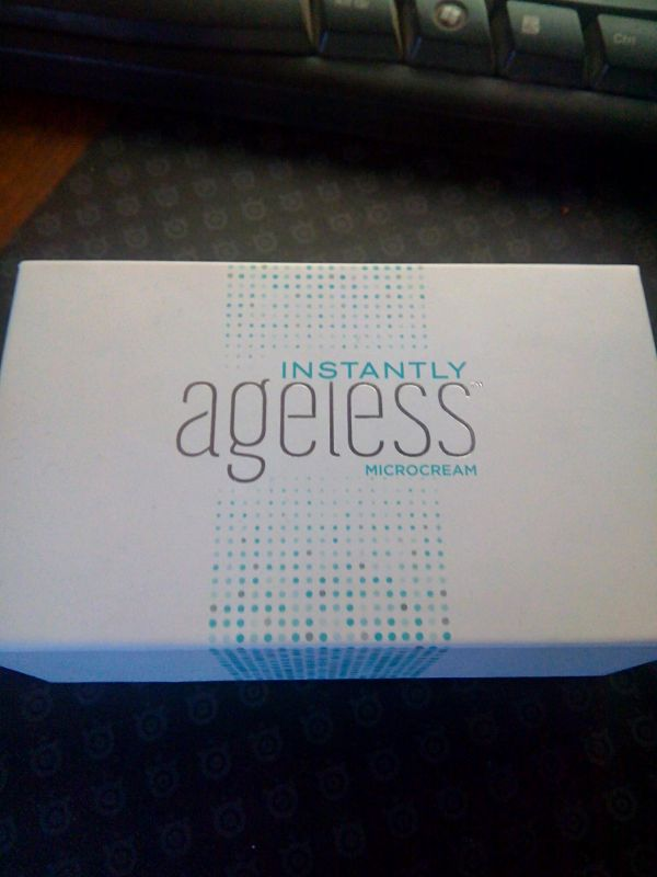 Crema antirid anticearcan instantly ageless