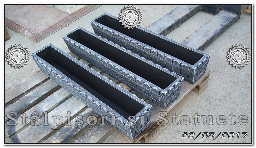 Jardiniera ornament scandura din beton model J5.